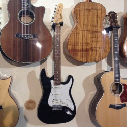 Storm ST350 guitare debutant melody music caen